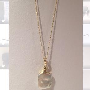 Kæde med baroque/ferskvandsperle i 18k forgyldt guld. Aldrig brugt. Købt i en lille butik i Paris for 599,- 45 cm + forlængelse