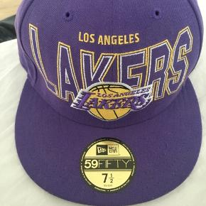 59Fifty cap med Lakers på. Aldrig brugt, da den er for stor.