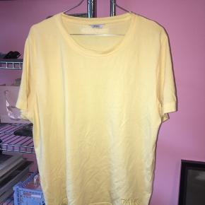 Sælger denne fine gule t-shirt fra envii x TALK 💛  #Secondchancesummer