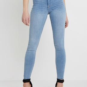 Molly jeans fra gina tricot. Str. M.  Nypris er 270 kr