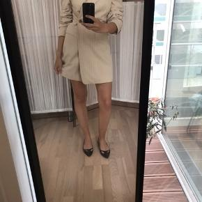 Fed blazer lavet om til en slags slå om kjole :) byd