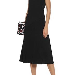 By Malene Birger Zinilli kjole Ribbed midi kjole i str Xs passer en s