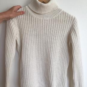 Hvid sweater med rullekrave i str S 😃