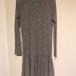 Lækker blød merino uld kjole fra Envii. Kun vasket med uldvaskemiddel et par gange.