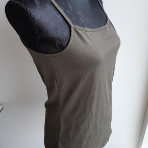 188. 90% polyamid  10% Elastan  Bryst 82cm  Længde 60cm