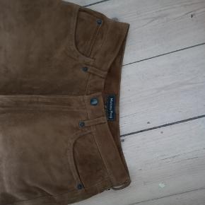 Fine ruskindsbukser Jeg bruger 28 i bukser og passer dem perfekt