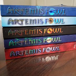 Sælger denne skønne bogserie da jeg skal have ryddet lidt ud i bogreolen. Bøgerne er på dansk og i pæn stand. Sælges kun i samlet serie.