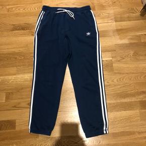 Adidas jogging-bukser.