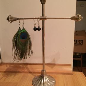 Fint stativ til ørenringe fra Lisbeth Dahl i metal Målene er ca 25 cm i højden og 20 cm i bredden.  Kan skilles i to.  BYD