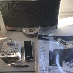 BOSE højtaler SoundDock - Næsten som ny - fejler intet !  Alt medfølger :)  Nypris 2.499 kr