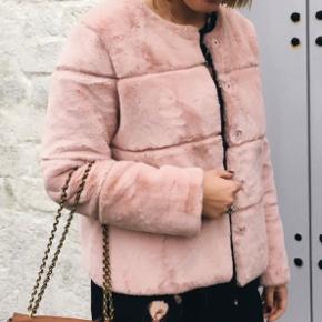 Fin jakke fra Neo Noir  Bruger den desværre ikke  Bytter gerne med en i beige
