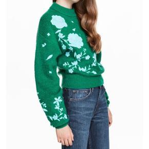 Flot mørke grøn strik med blomster fra H&M trend. Str. 34. Brugt 1 gang i kort tid. Bytter ikke. Nypris 699 kr.