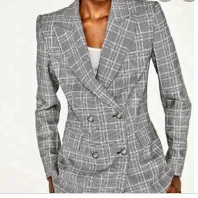 Sælger denne fine Zara blazer. Den er brugt ca 4 gange, så fremstår som ny. Skriv gerne for flere billeder. Str 38.   Zara, Ganni, H&M, Nike, & otherstories, Zadig og Voltaire, Balenciaga, Mango
