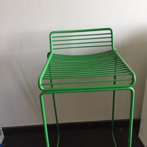 HAY barstole. Har 3 stk. Sælges for 300 kr stk eller for 600 kr for alle 3.  Nypris pr. stol er 1100 kr ca. Har ingen skader, og er i flot stand. Sælges da jeg flytter :-) Befinder sig i Herlev