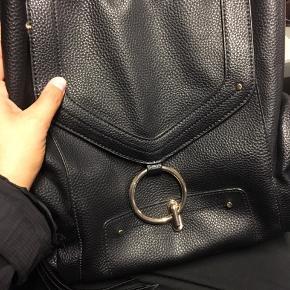 Rigtig fin Sort taske kan bruges som rygsæk eller skulder taske  BYD :)