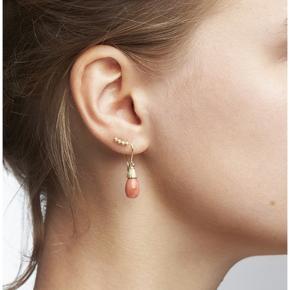 Helt ny ørering, som jeg desværre ikke har brugt, da jeg har mange af den typer smykker.  Kvittering og certificeret og æske haves  10 karat guld med diamanter  Bytter ikke