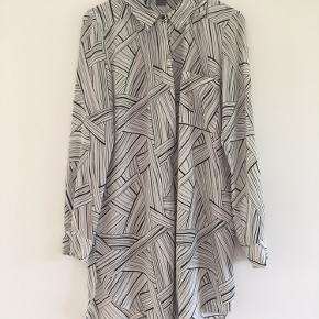 Sælger denne fine lange skjorte fra YAS i str. M.