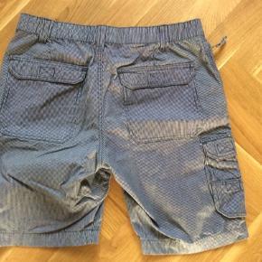 Morgan shorts. Brugt få gange. Stribet hvid og marine. Længde 48 cm. Livvidde 41*2 cm.