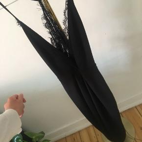 Fin sort kjole fra oh my love🌸 Aldrig brugt, da jeg ikke passer den💃🏽