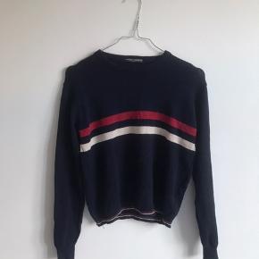 Sød blå/hvid/rød sweater fra Brandy Melville Ingen brugstegn