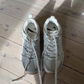 Fede og behagelig sneakers fra ZARA. Brugt få gange.