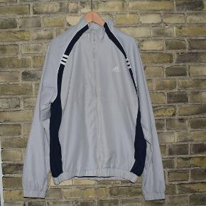 Grå / sort Adidas track jacketStr. L  Eksklusiv fragt. Betaling: mobilepay.
