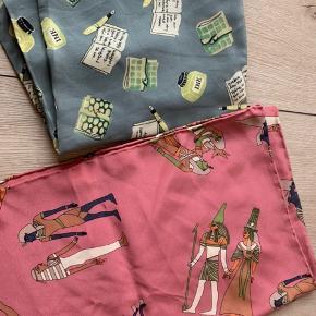 125kr/stk 100% silke  Ca 36 cm*160 cm Se mine andre annoncer med Charlotte s tørklæder