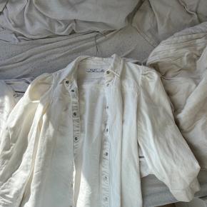 Hvid skjorte fra NAKD med pufærmer Rigtig sød, str. s
