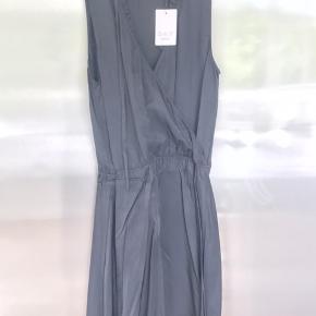 Helt ny sort lækket Day kjole  Nypris 2100kr