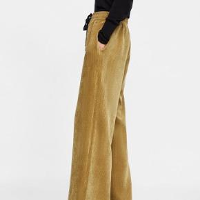 Corduroy Pajama Pants <3 Farve: beige/lysebrun  Kan strammes i livet   Yderligere: sort snor, jernbanefløjl, fløjl, vidde