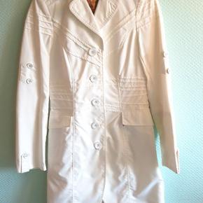 Meget smuk martins hvid jakke.🌸💫 Størrelse S.