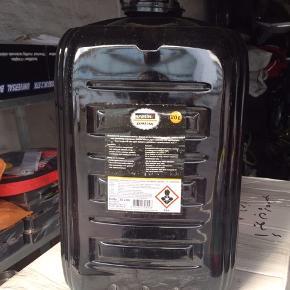 Olie aldrig brugt.  20 liter