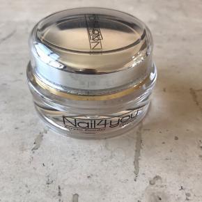 Rosa akryl pulver fra nail4you, lavet et sæt negle.  Da jeg grundet ulykke på ingen måde kan lave negle mere, ser jeg mig nødsaget til at sælge alt mit neglegrej 😞