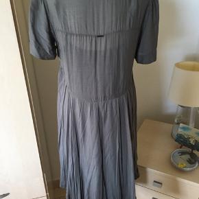 Fin kjole i det lækreste stof ♥️
