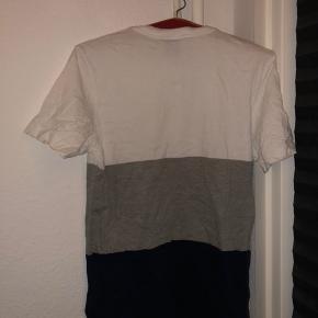 Helt ny Adidas t-shirt gået med 3 gange er bare krøllet da den har ligget længe uden at blive brugt i skabet:)  Har massere andre ting til salg, så tag et kig, det gratis;)