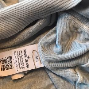 Stone Island sweatshirt cond 8 Har ingen og, men der er qr kode som siger trøjen er legit.