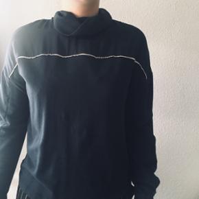 • bluse fra zara • købt for 1/2 år siden • str m men er selv en lille m • kan mødes omkring Århus eller sende for 35kr☺️
