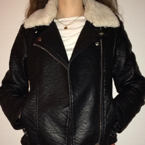 Vinterjakke/efterårsjakke. Købt i urban outfitters. Str. Xs. Np 900.