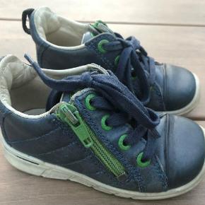 c0bd11ff210d Varetype  Sko sneakers Farve  Blå m. grøn Oprindelig købspris  550 kr.