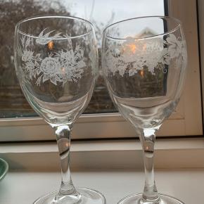 3 rødvins glas, 10 hvidvinsglas Alle glas sælges samlet for kun 100kr