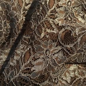 Varetype: smuk Bluse i helblonde Størrelse: S/M Farve: Armygrøn,Brun,Brunlig,Grøn,Gråblå,Oliven,Petrol Oprindelig købspris: 1099 kr.  Sød blondebluse til festlige lejligheder. Også flot til jeans