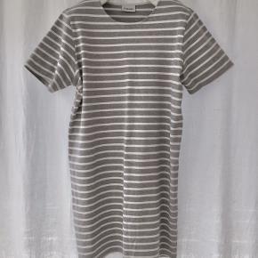 Ganni Old Spice Jersey Kjole grå og hvid