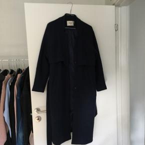 Fed navy jakke fra Envii 💙