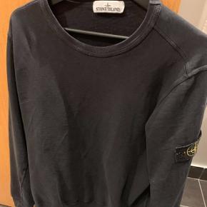 Sælger min søns Stone Island trøjeDen er næsten som ny og fejler intet  Den sælges for 700kr (IKKE 700 euro)