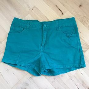 Turkise shorts, kun brugt en enkelt gang - de har dog ligget i min skuffe længe. Jeg kan ikke huske, hvor de er fra.