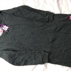 Ny grå kjole med nister fra Danefæ Klub, str 12. Med med mærke - nypris kr 499  MP 250pp