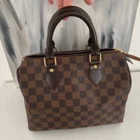 Louis Vuitton speedy 25. Pæn velholdt stand. Se billeder. Dustbag medfølger. Kvittering haves.
