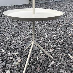 Hay DLM bord, hvid. Har desværre fået lidt skrammer ifbm. flytning. Fejler ellers ikke noget, og skrammer ses ikke på afstand :-)  Nypris omkring 1100kr  Kan afhentes i Aalborg (Kærby) ☀️