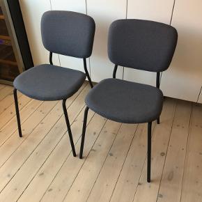 Vi sælger vores to smukke KARLJAN stole fra IKEA, da vi har fået fat i nogle andre  spisebordsstole.   Nypris 295 DKK. pr. stol. Står som nye, ingen synlige brugsspor.   Sælges samlet.   Sendes IKKE!!! Skal afhentes i Valby, København.   Kig evt. på mine andre annoncer og se om der er andet der frister 🌸🙏🏼