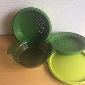 Varetype: MicroGourmet  NY PPIS Størrelse: H 13.7 cm - D 26.3 cm Farve: Grøn Oprindelig købspris: 699 kr.  Til dampning af flere retter på samme tid.  Sendes med DAO, hvis andet ikke er aftalt.
